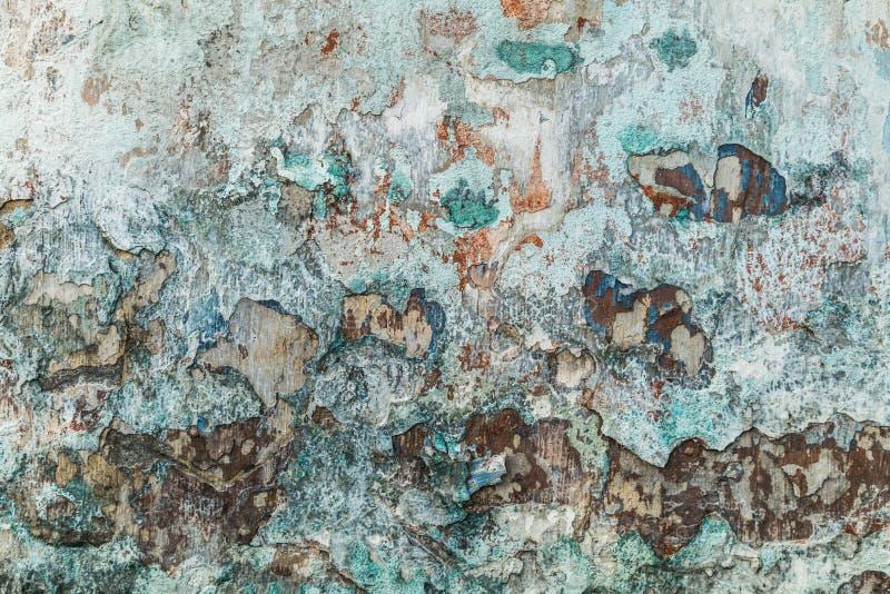 Paredes emplastradas com os danos Parede de tijolo vazia com surfa desigual imagens de stock royalty free