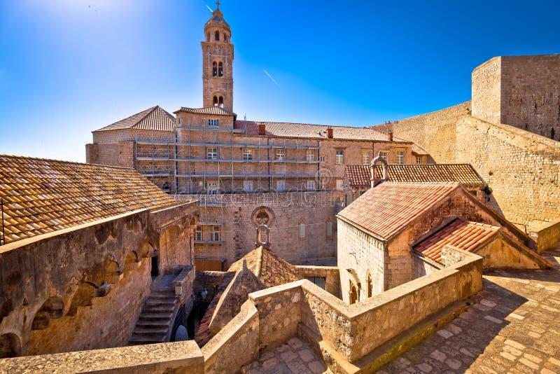 Paredes históricas de la ciudad del fron de la opinión de la arquitectura de Dubrovnik imagenes de archivo