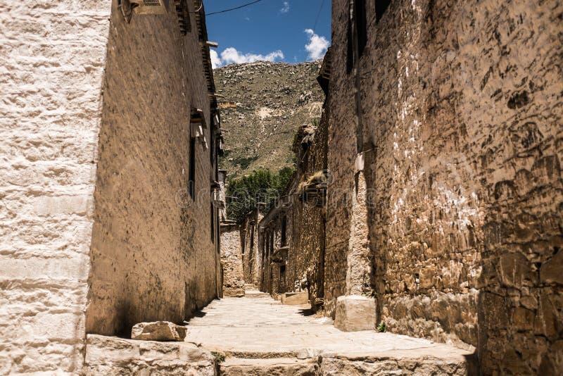 Paredes históricas do templo tibetano fotos de stock royalty free