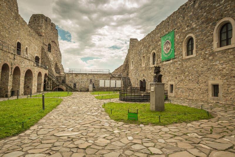 Paredes interiores da fortaleza de Neamt fotografia de stock royalty free