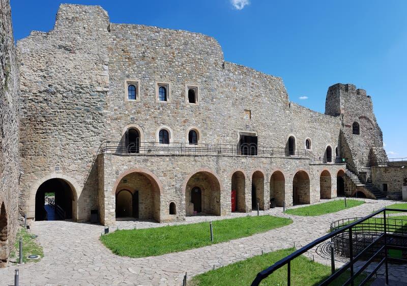 Paredes interiores da fortaleza medieval histórica de Neamt fotografia de stock royalty free