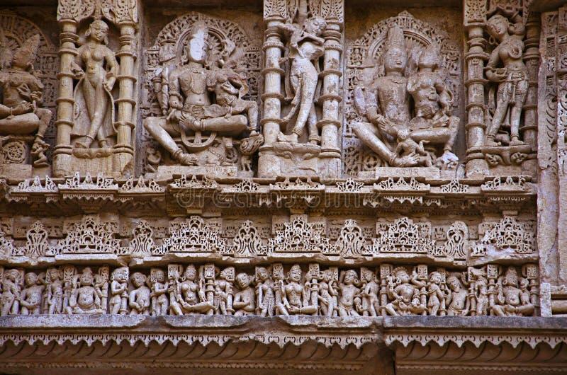 Paredes internas talladas del vav del ki de Rani, un stepwell complejo construido en los bancos del río de Saraswati Patan, Gujar foto de archivo libre de regalías