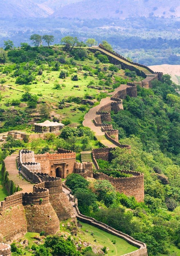 Paredes maciças do forte de Kumbhalgarh, Índia fotografia de stock