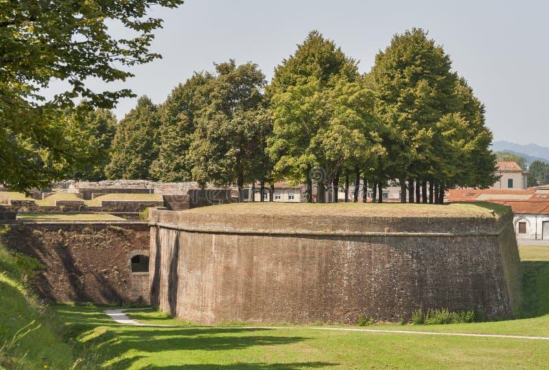 Paredes medievales de la ciudad de Lucca, Italia fotos de archivo libres de regalías