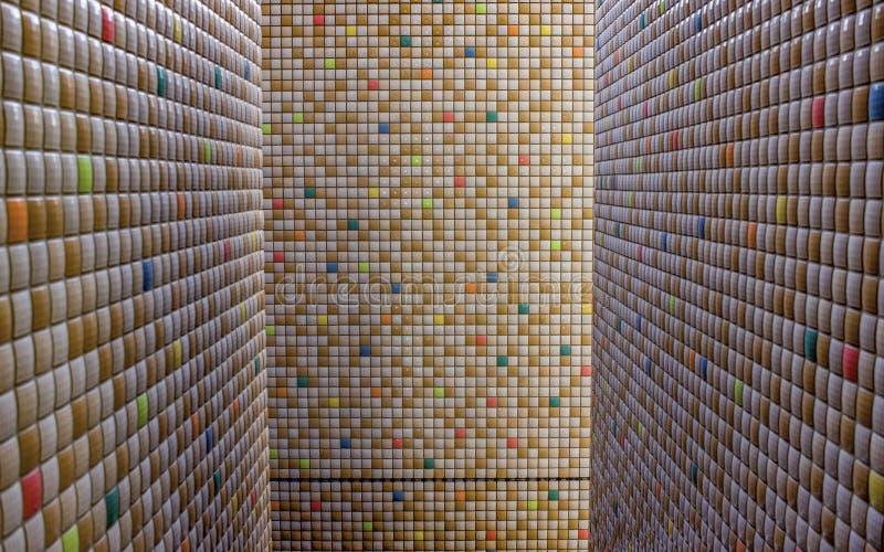 paredes telhadas Multi-coloridas em Osaka, Japão imagem de stock royalty free