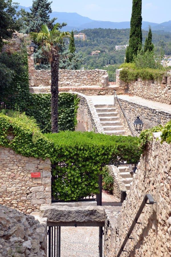 Paredes velhas da cidade de Girona, Catalonia, Spain foto de stock