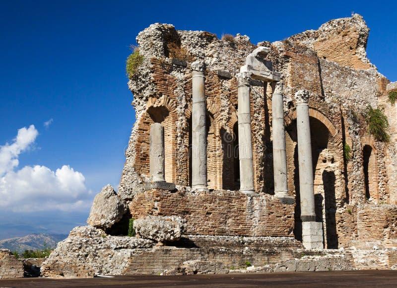 Paredes velhas do grego. Teatro antigo, Taormina, Etna, Sicília, foto de stock