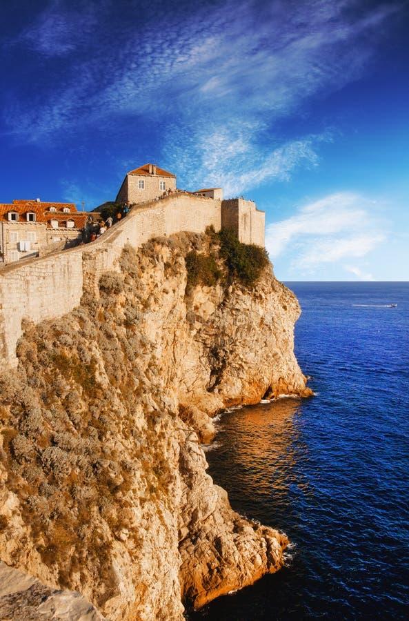 Paredes viejas de la ciudad de Dubrovnik imagen de archivo libre de regalías