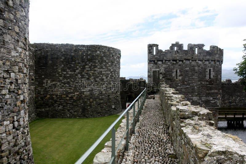 Paredes y terraplenes del castillo fotos de archivo