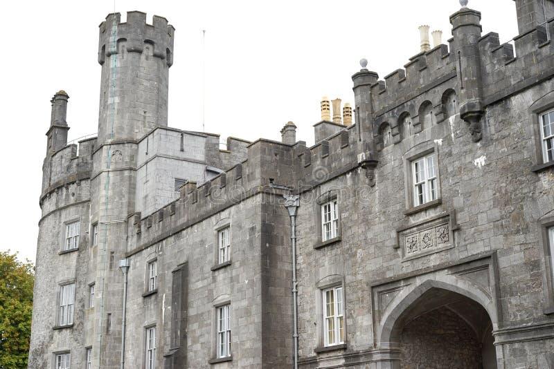 Paredes y torre del castillo construidas para intimidar y para impresionar foto de archivo libre de regalías