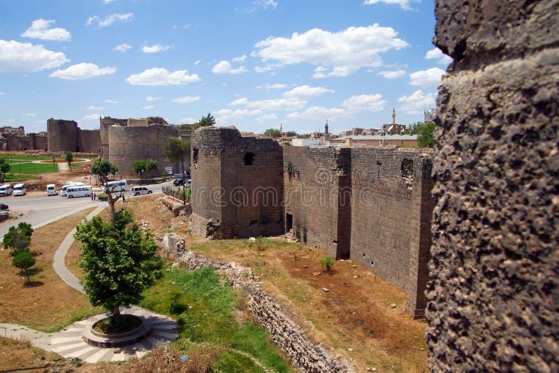 Paredes y torres medievales imagen de archivo