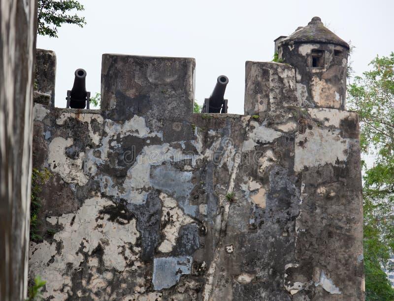 Paredes y viejos canones. Fortaleza de Monte. Macau. China. foto de archivo libre de regalías