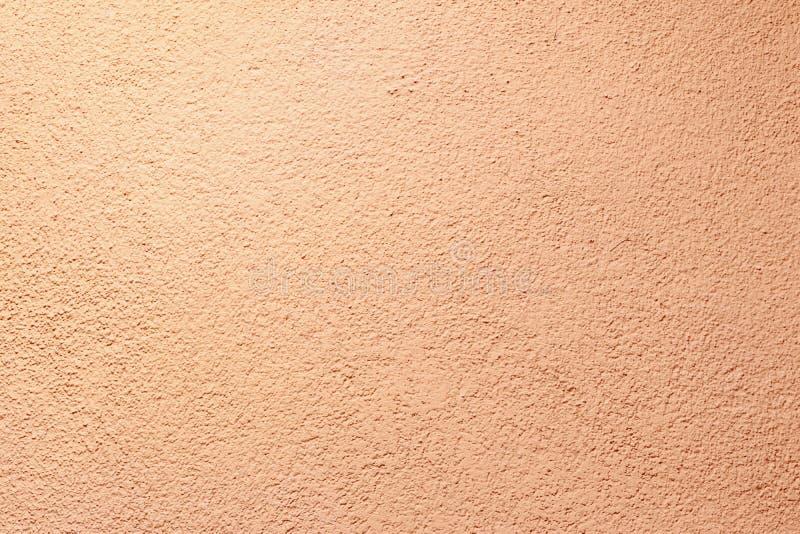 paredes yeso aplicado a él composición de pequeñas piedras y de una manera especial golpeada ubicación de marco color ligero del  imágenes de archivo libres de regalías