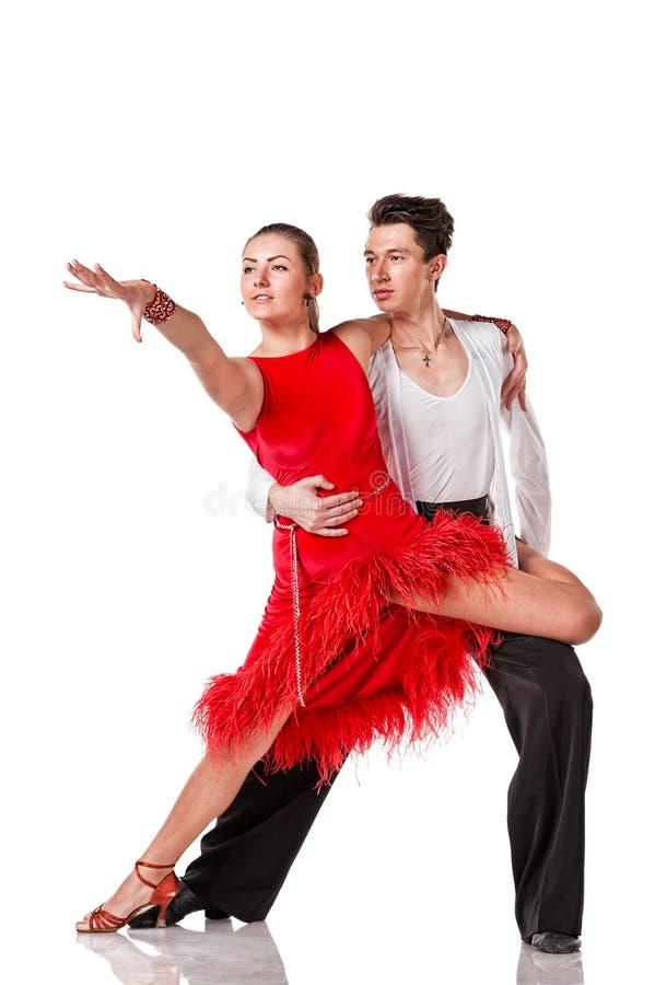 Pareja bailarina de salsa sensual de fondo blanco fotos de archivo libres de regalías