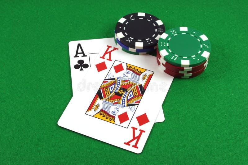 Parejo grande - Ace al rey con las virutas de póker fotos de archivo