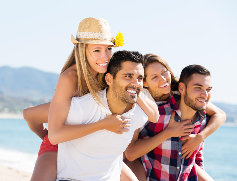 Paren op romantische de zomervakantie royalty-vrije stock afbeelding