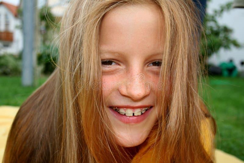 Parentesi graffe e capelli immagini stock