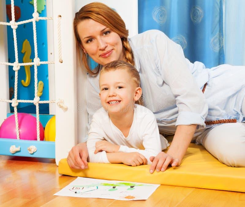 Parenting feliz foto de stock