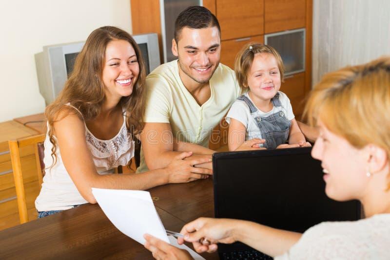 Parents avec le descendant images libres de droits