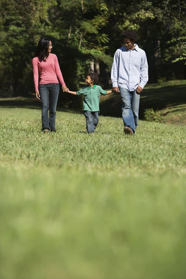 Parents et fils. image stock