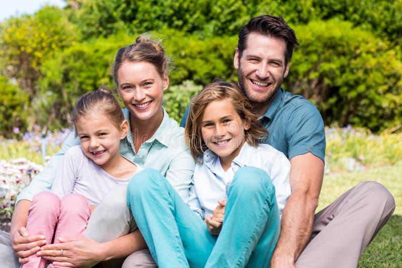 Parents heureux avec leurs enfants photos libres de droits