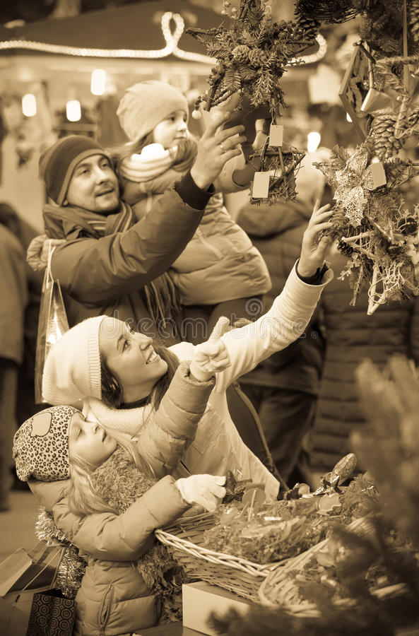 Parents with kids at X-mas market stock images