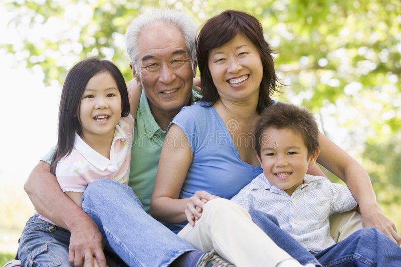 Parents riant avec des enfants photo stock