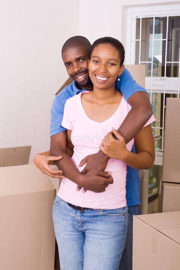 Pares africanos felizes foto de stock