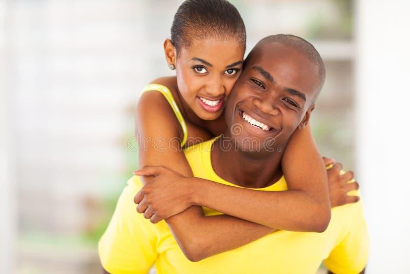 Pares africanos felizes foto de stock royalty free