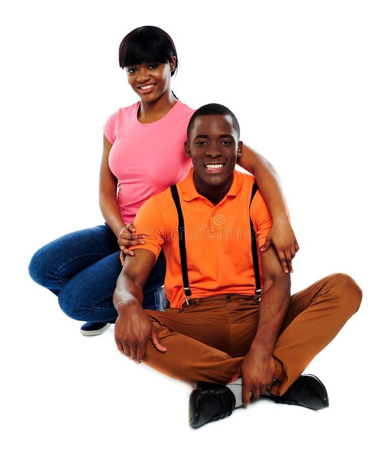 Pares africanos felizes no amor fotos de stock royalty free