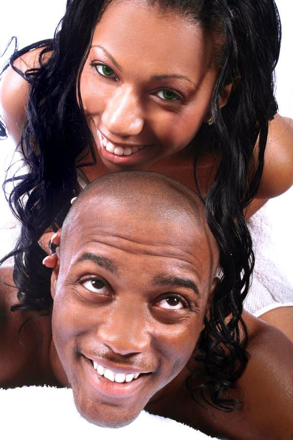 Pares americanos africanos felizes imagem de stock