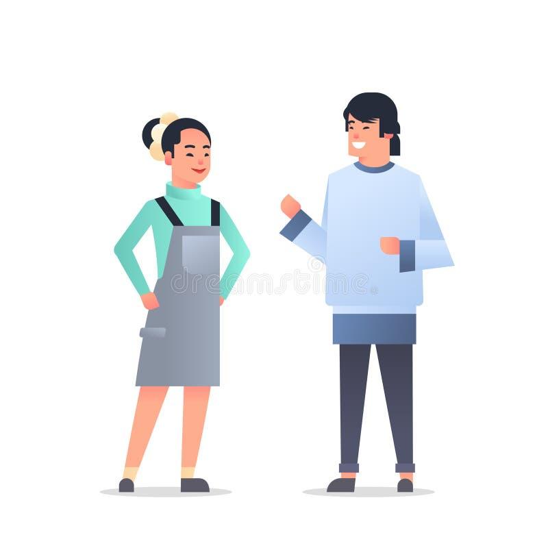 Pares asiáticos jovenes que llevan a la mujer feliz del hombre de la ropa casual que discute junto la historieta masculina femen stock de ilustración