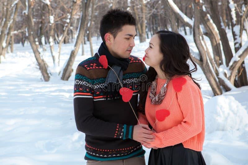 Pares asiáticos no amor imagem de stock