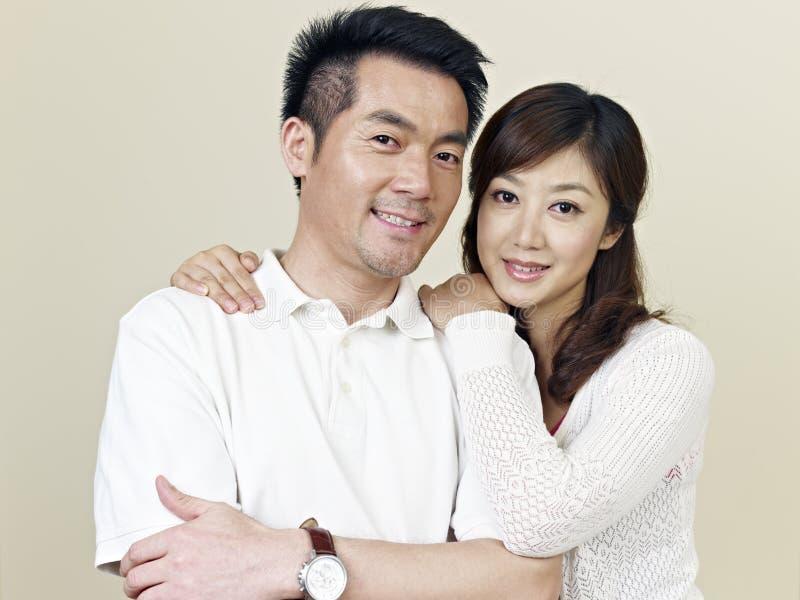 Pares asiáticos novos imagem de stock royalty free