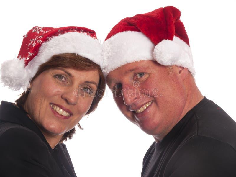 Pares atractivos de la Navidad foto de archivo