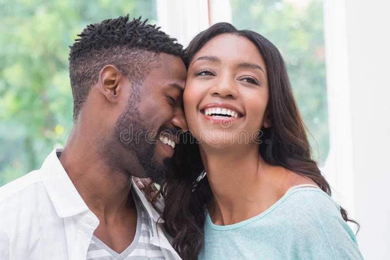 Pares atrativos felizes no amor imagens de stock royalty free