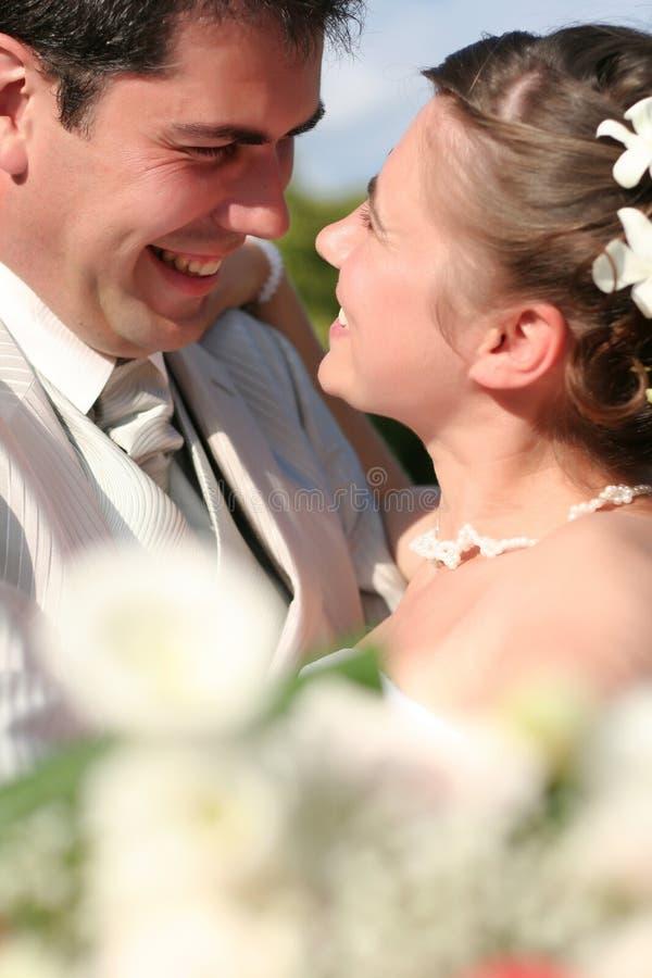 Pares casados jovenes imagen de archivo libre de regalías