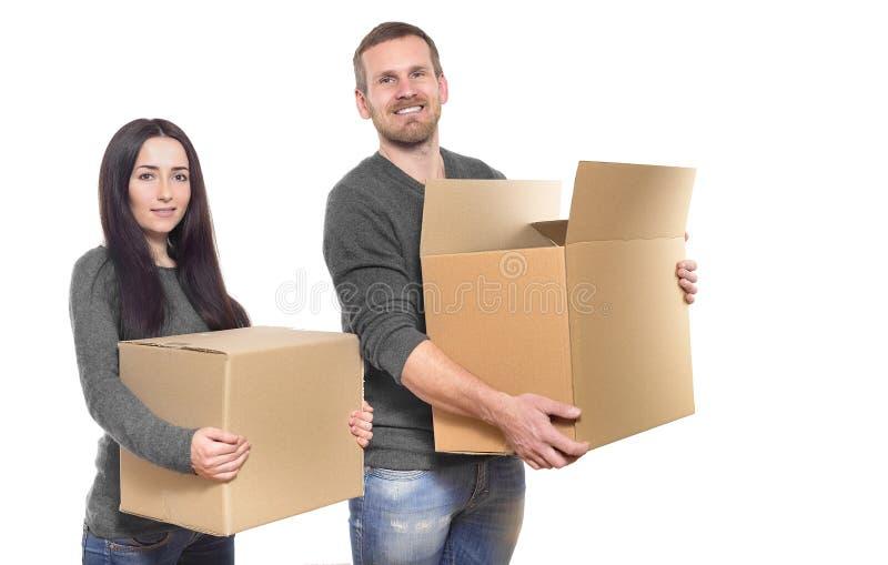 Pares com caixas moventes fotografia de stock royalty free