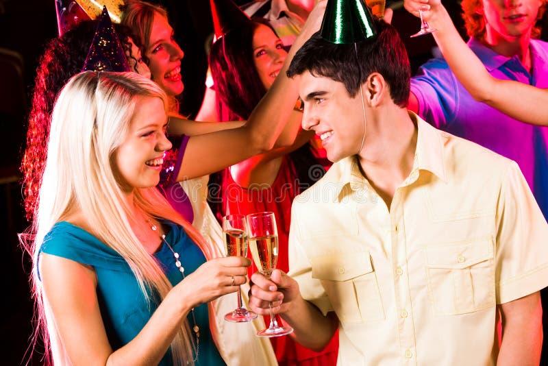 Pares com champanhe fotos de stock royalty free