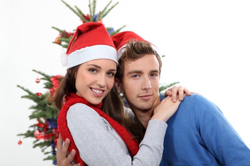 Pares com chapéu do Natal fotografia de stock royalty free