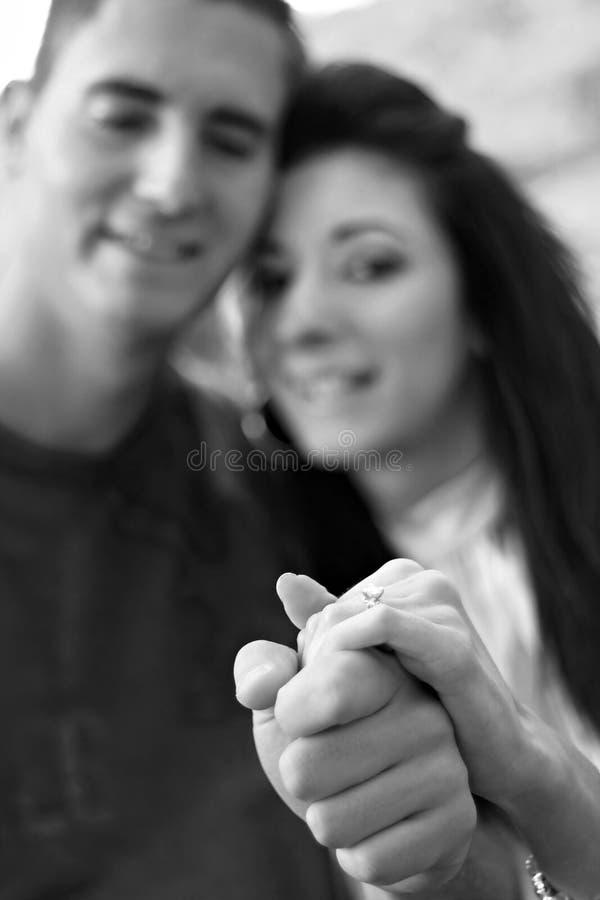 Pares com Diamond Engagement Ring foto de stock