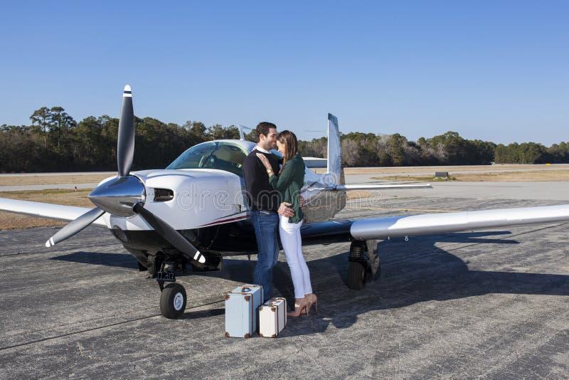 Pares con el avión privado fotos de archivo libres de regalías