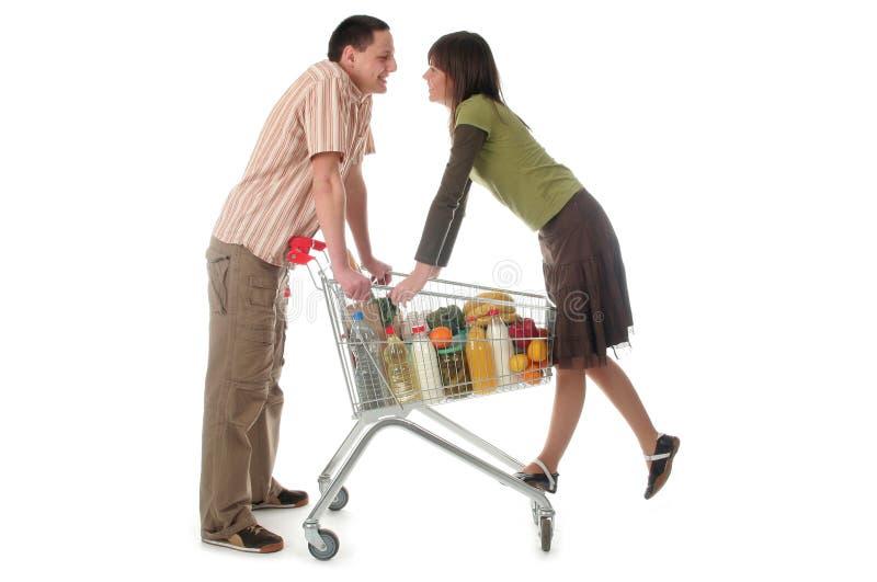 Pares con el carro de compras imagen de archivo