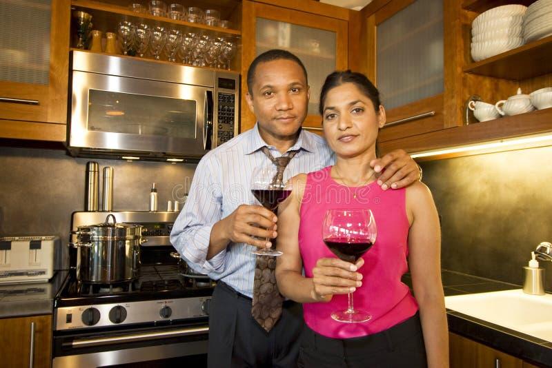 Pares con el vino foto de archivo libre de regalías
