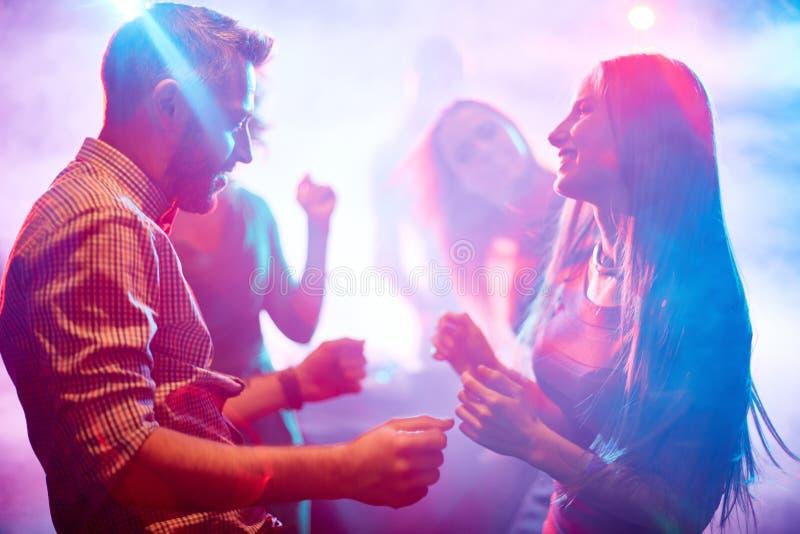 Pares da dança? isolados no branco imagem de stock royalty free