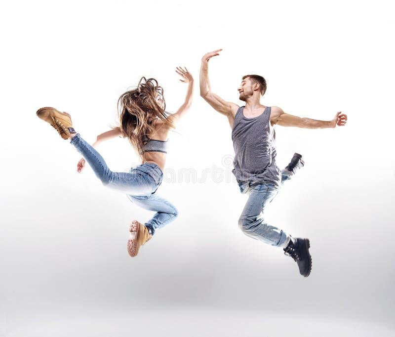 Pares da dança sobre o fundo branco fotografia de stock
