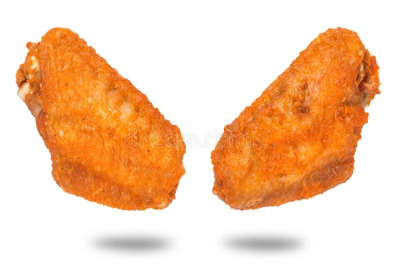 Pares de alas de pollo fritas en el fondo blanco fotografía de archivo