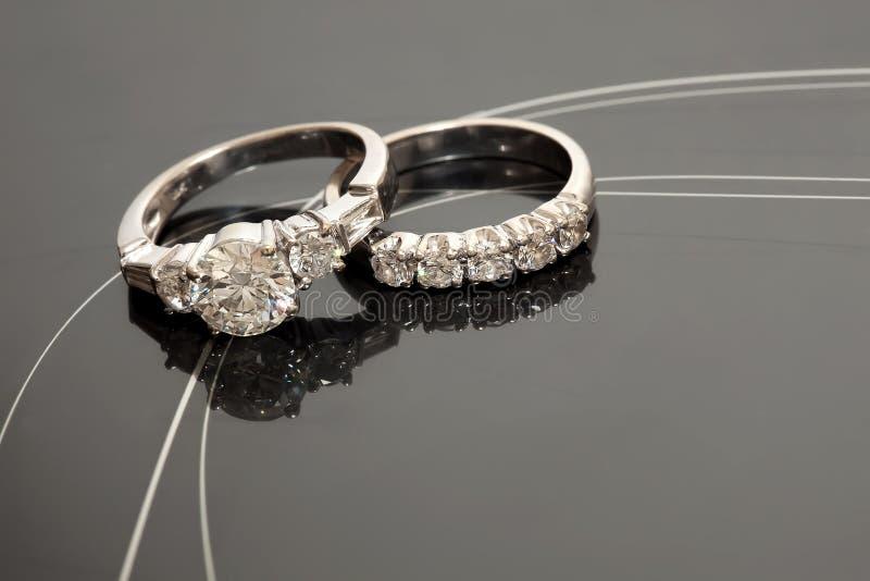 Pares de anillos de bodas foto de archivo