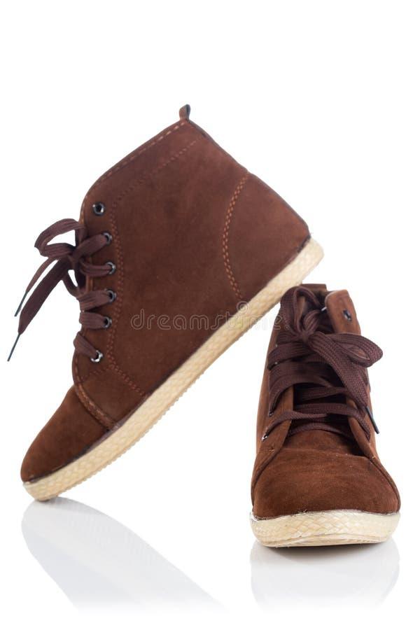 Pares de botas de trabajo viejas de Brown con las sombras foto de archivo libre de regalías