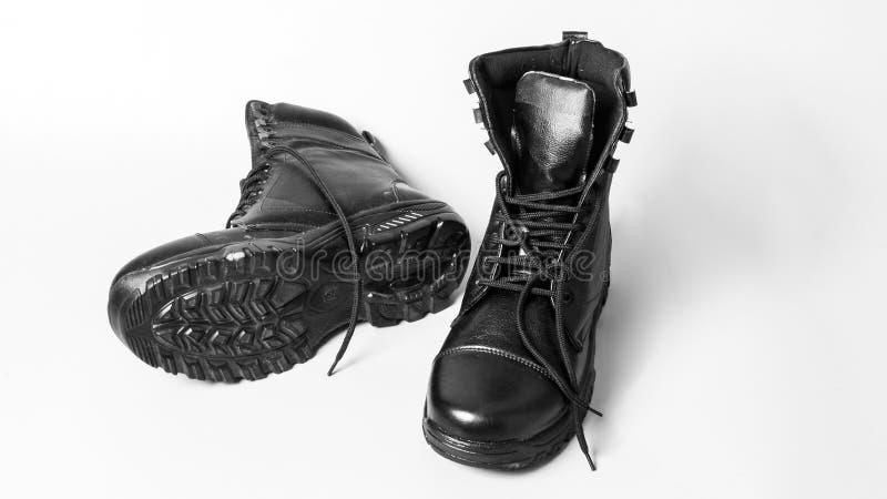 Pares de botas negras en el fondo blanco fotografía de archivo libre de regalías